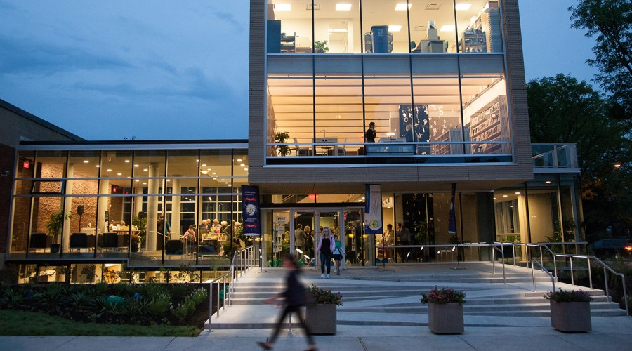 Inauguration de l'agrandissement de la bibliothèque à Mont-Royal